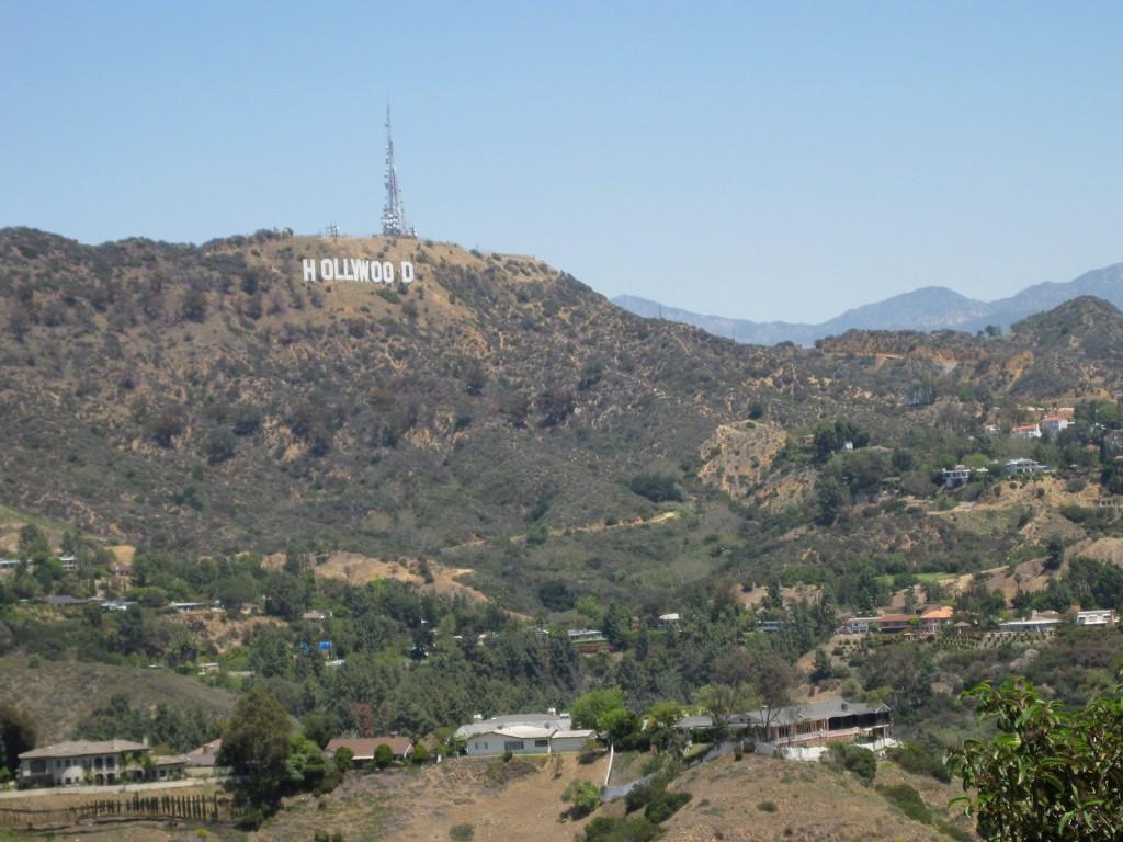 Hollywood-skylten, sedd från utsiktsplatsen på Mulholland Drive.