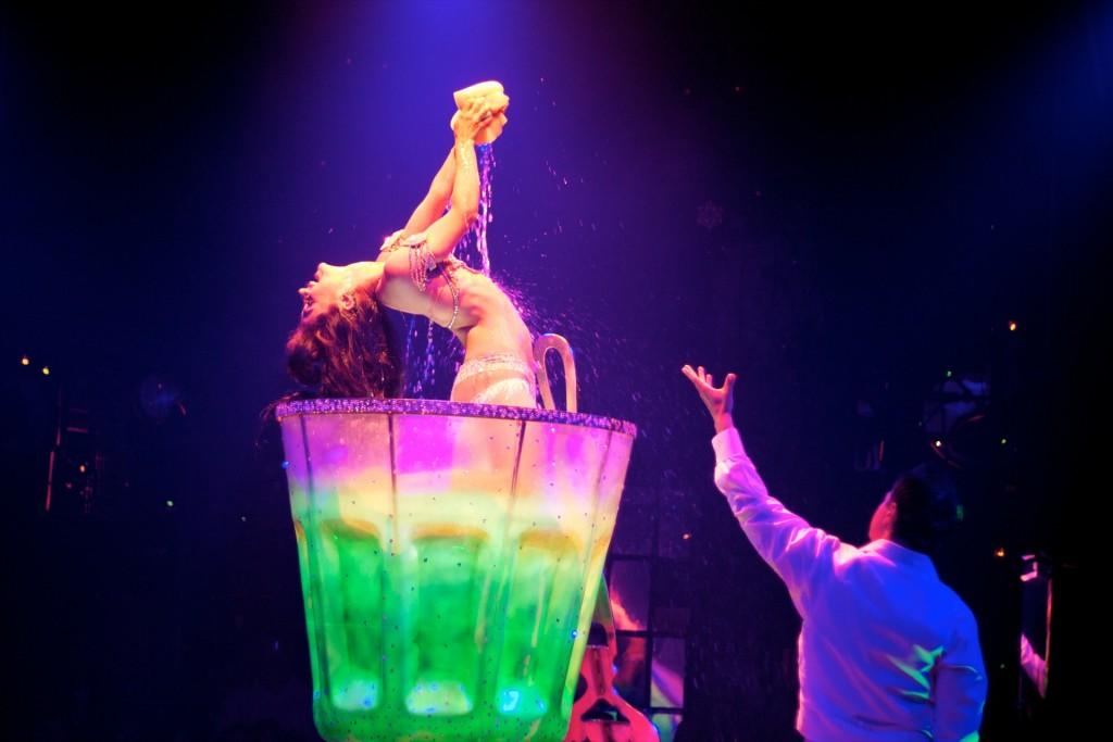NärThe Green Fairykom upp på scen blev det dock mera lättklätt.