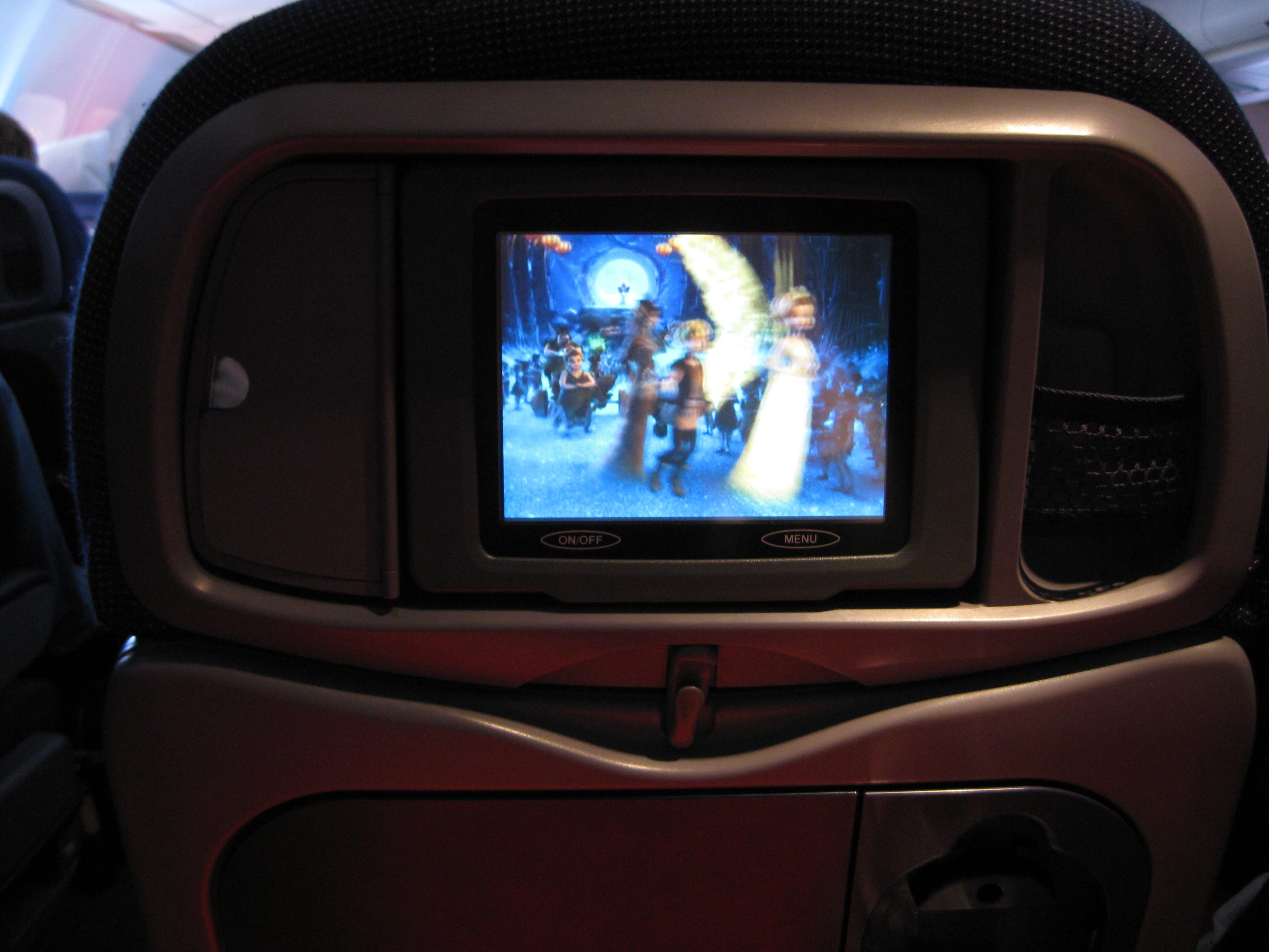 Bildskärm i flygplanssätet framför